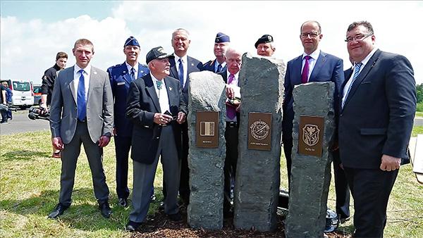 Vertreter aus Politik und Militär würdigten in einem Festakt den Einsatz britischer, amerikanischer und deutscher Luftwaffeneinheiten.